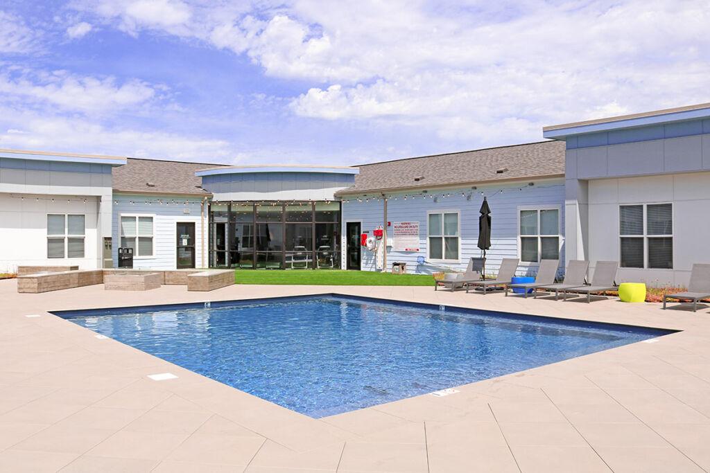 Quarters Bloomington Outdoor Pool